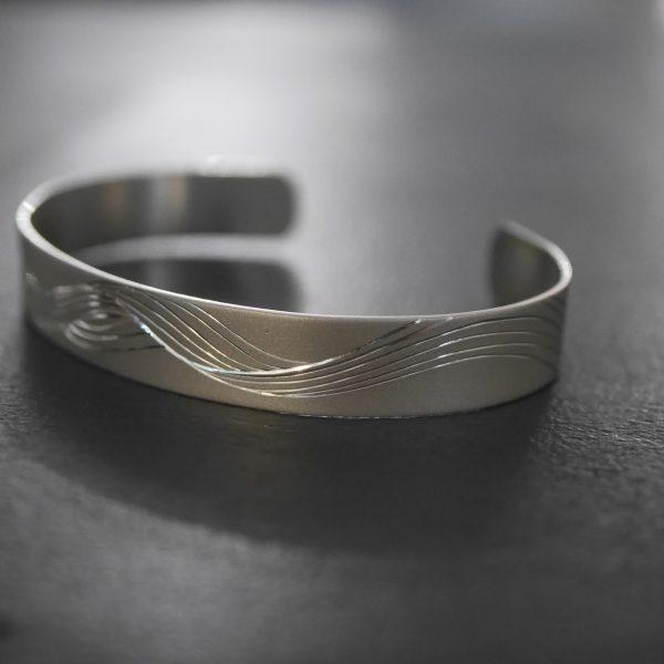 Gravure sur bracelet en argent